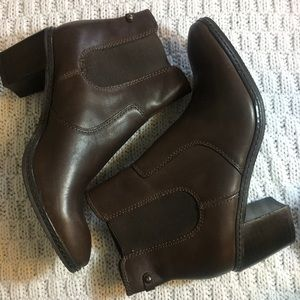 Anne Klein brown leather ankle boots